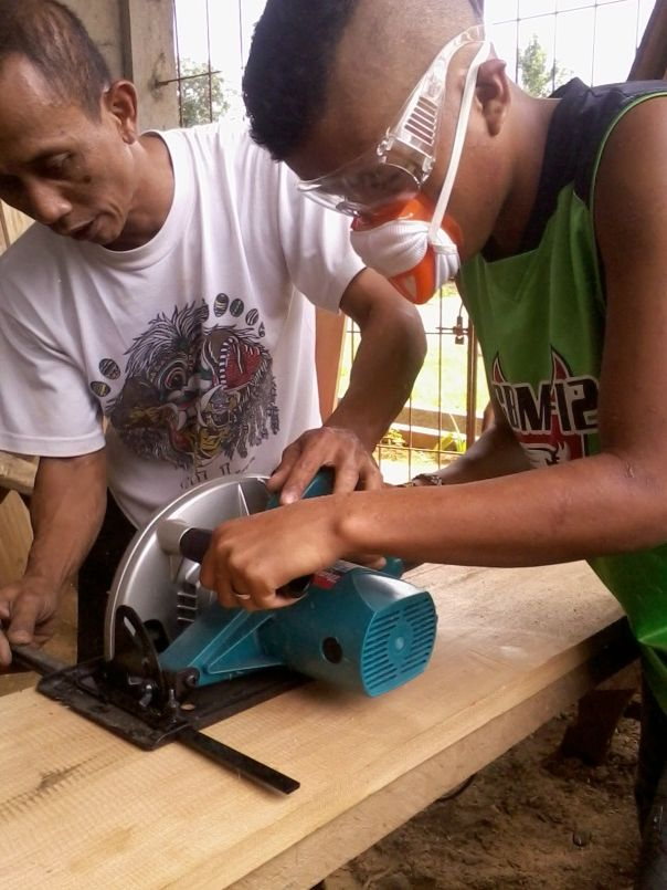Furniture carpentry with Upper Pulangi youth in northern Mindanao, Philippines