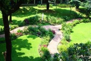 2011.09.admu_.marian.garden.jpg_4