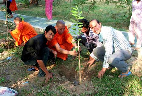 Building bridges between faiths through planting trees