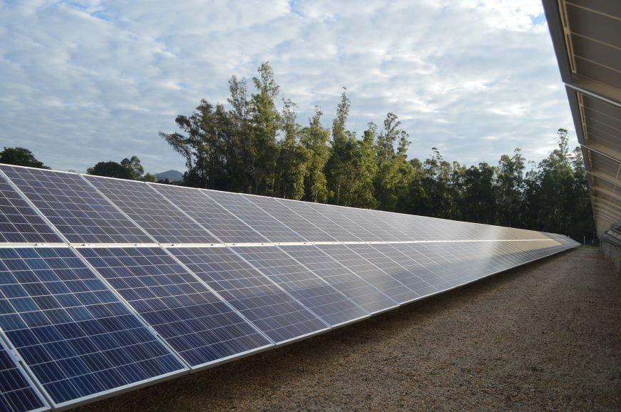 Loyola inaugura usina fotovoltaica