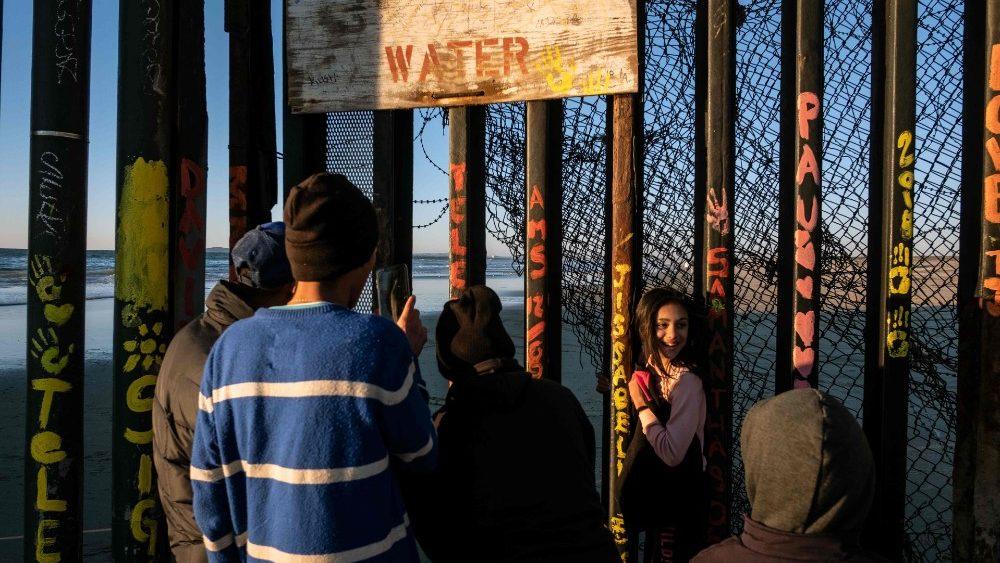 El Papa: migrantes y refugiados buscan un lugar donde vivir en paz