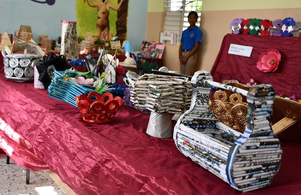 Estudiantes del IPL exhiben más de 800 piezas de material reciclado – Instituto Politecnico Loyola