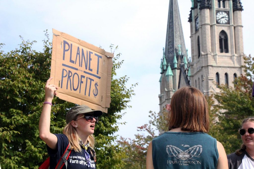 Students protest climate change, MU demonstration policy – Marquette University