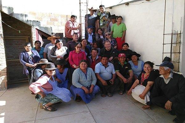 FAMILIAS COMPARTEN CONOCIMIENTOS Y EXPERIENCIAS CON LOS REPRESENTANTES DE LA COMISIÓN DE CARITAS FRANCIA  – Fundacion Accion Cultural Loyola